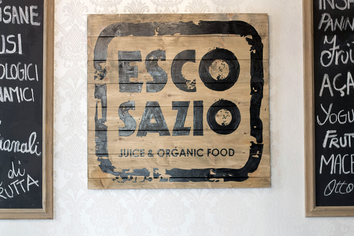 Escosazio dressing and toppings