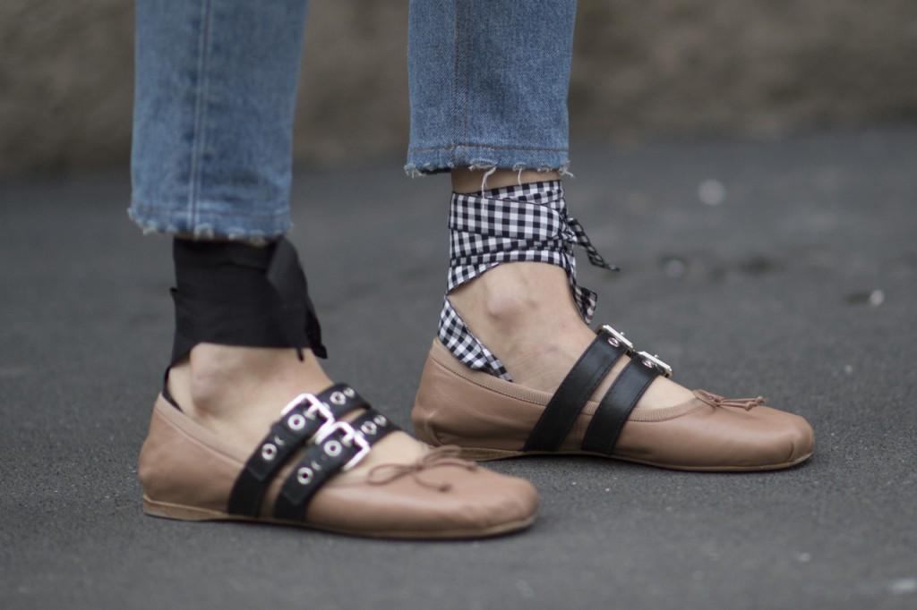 taglia 40 disponibilità nel Regno Unito spedizione gratuita Flat shoes: ballerine Miu Miu con i nastri – Dressing and ...