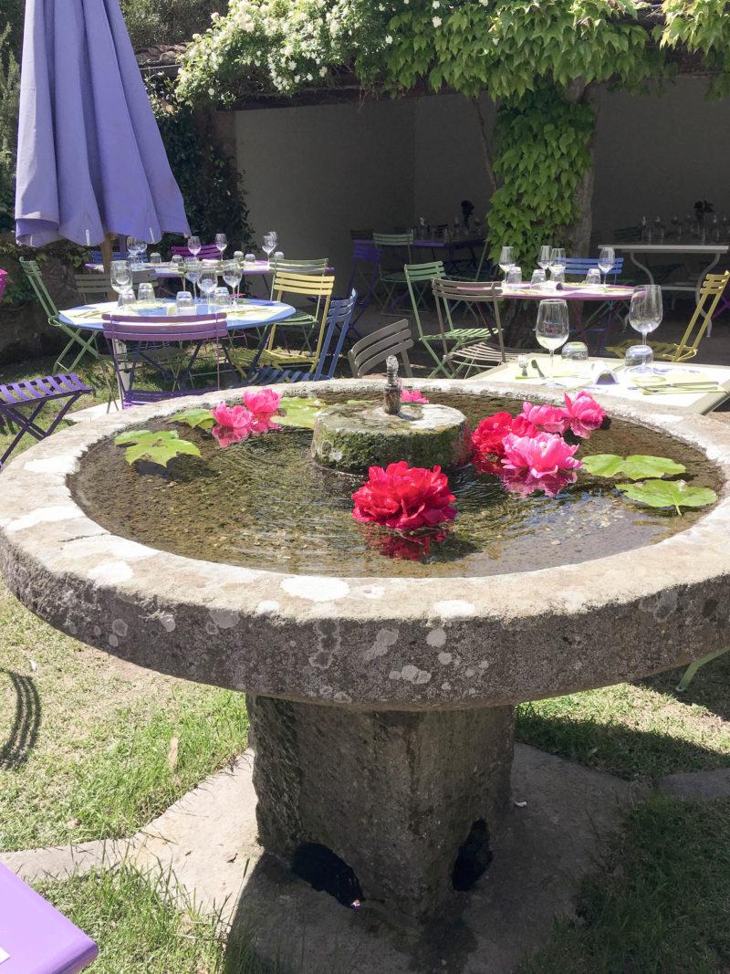 garden restaurant colour cafe moutan