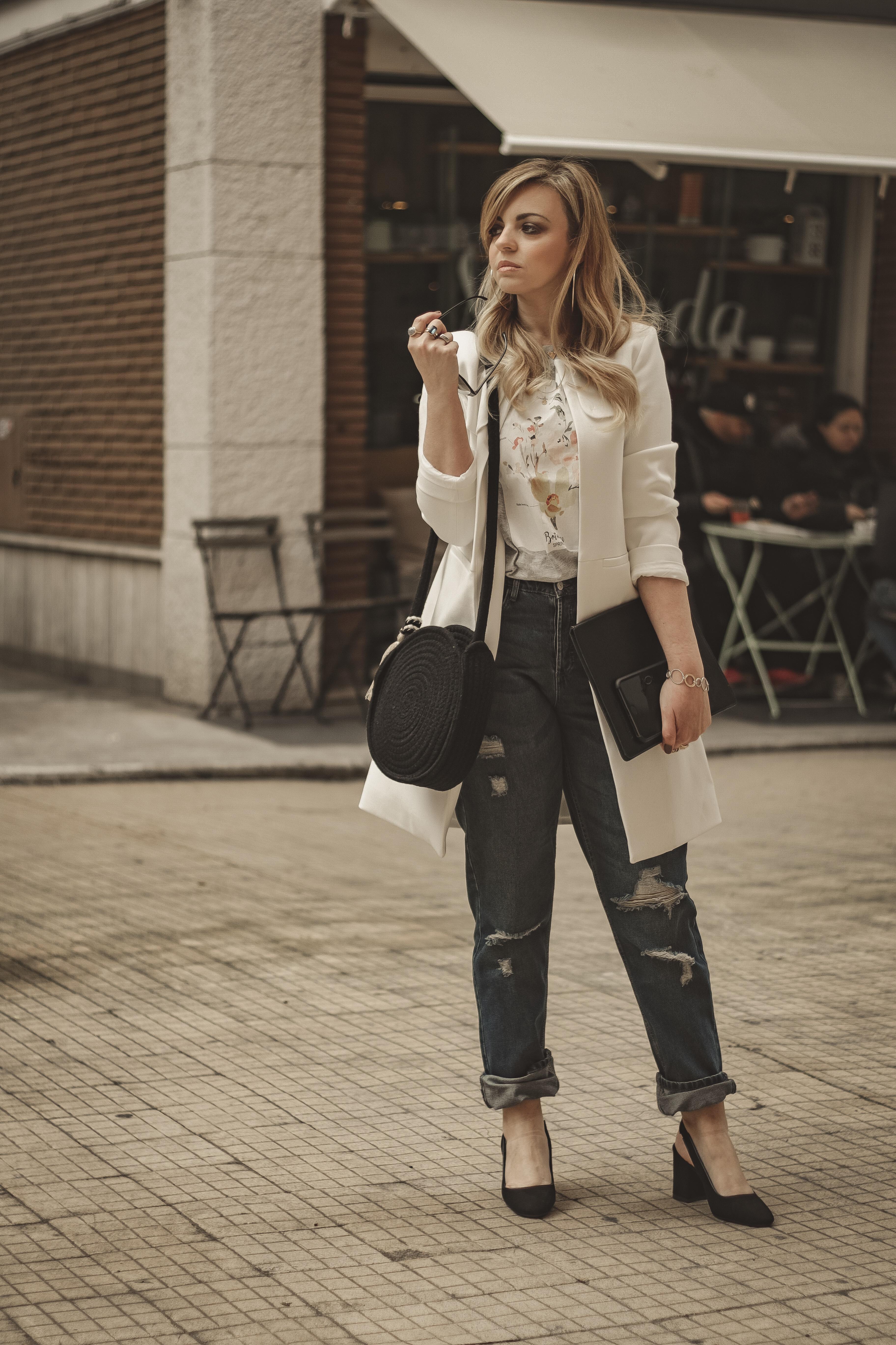 indossare il jeans a lavoro in primavera