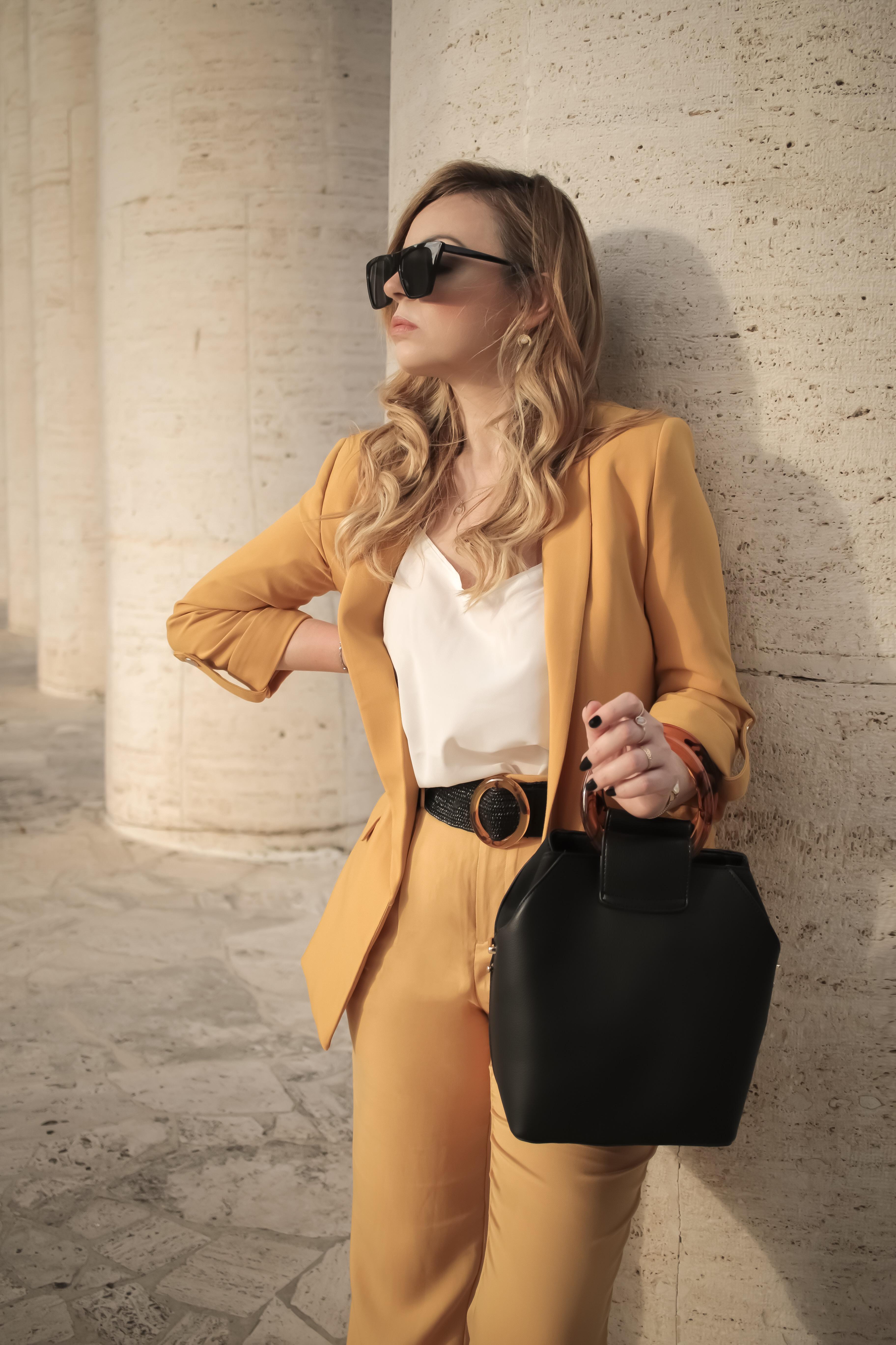 power suit tailleur colorato