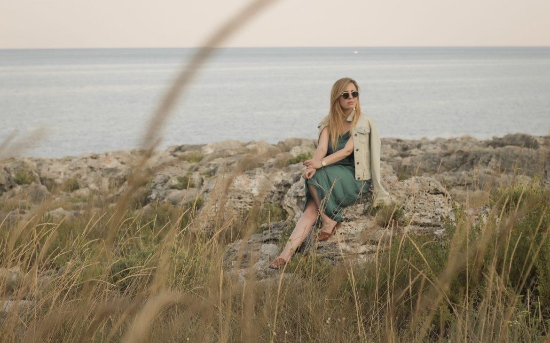 Il vestito satin dell'estate perfetto da indossare anche in autunno