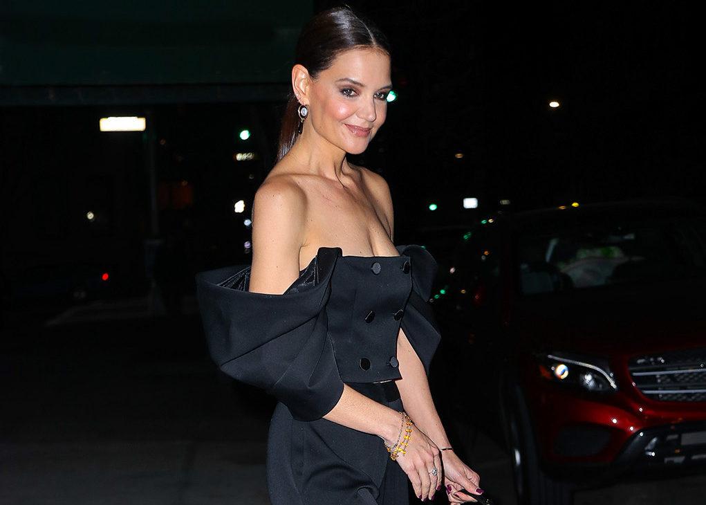 Il (black) look nero di Katie Holmes con le maniche a sbuffo ispira il nostro prossimo outfit per una serata speciale