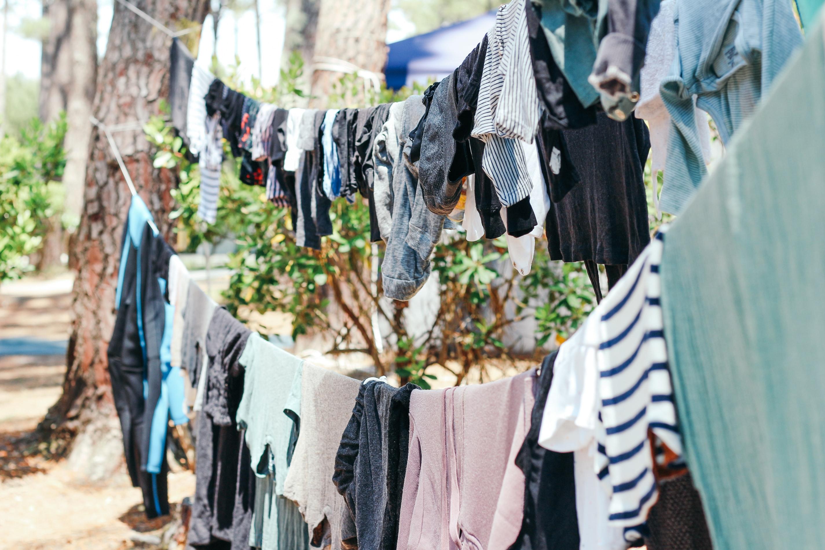 come sanificare vestiti e scarpe