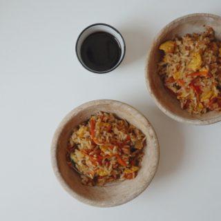 riso saltato con verdure e salsa di soia Riso saltato con verdure e salsa di soia