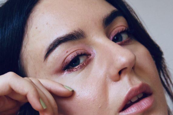 glitter sugli occhi make up brillante